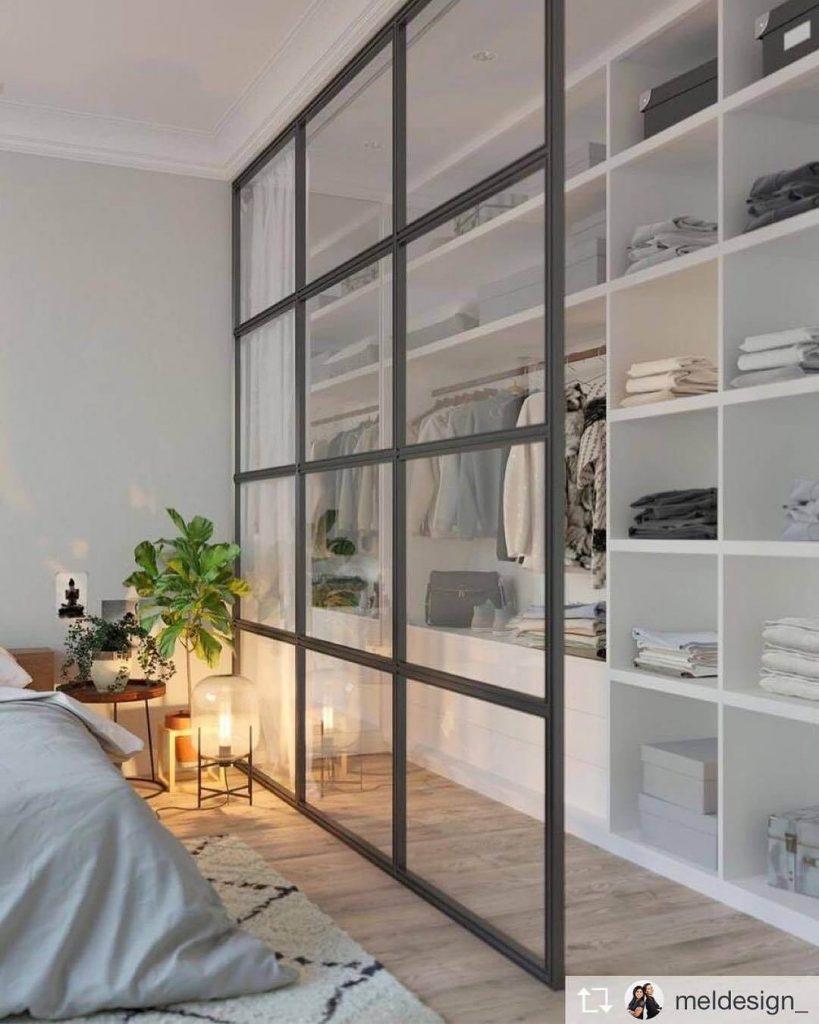 vestidor dividido pared cristal